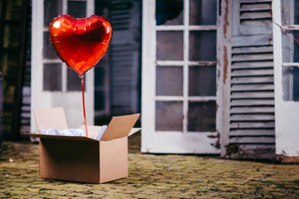 5 id es de cadeaux pour garder votre couple fort malgr la distance mon couple heureux. Black Bedroom Furniture Sets. Home Design Ideas